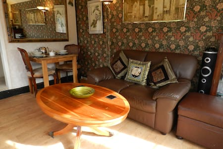 Charming annexe,  5 min walk to Ringwood centre