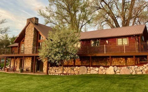 River Rock Ranch, Log home south of Worland, Wyo.