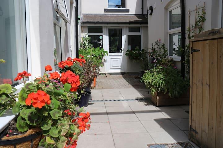 The Holt. Riverside flat. Wheelchair access.