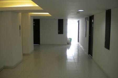 nah ini adalah area dari lift menuju kamar, tidak ada hambatan. karena jalan nya rata dengan ubin nya
