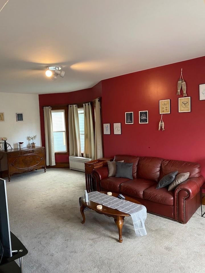 2 Bedroom Cozy Apartment in Buffalo!