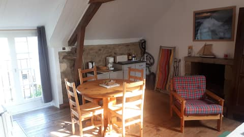 Calm studio for 2 or 3, great location !
