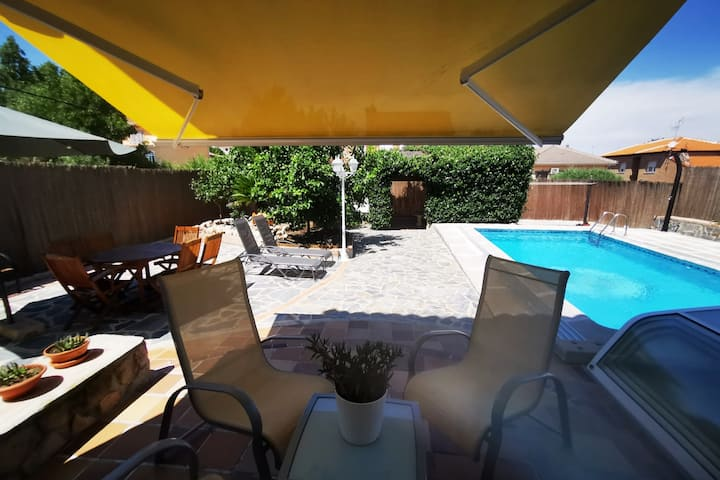 Villa near Warner Park and Puy du Fou.WIFI and BBQ