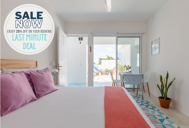 Suite 19 w/shared rooftop pool & private terrace