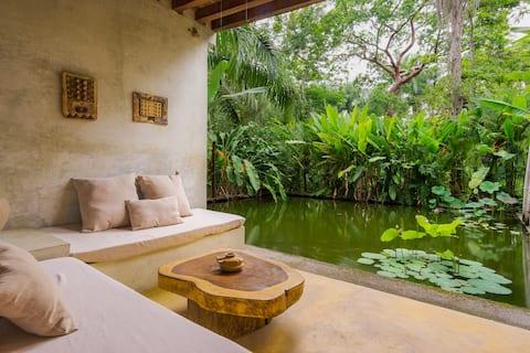 SuiteMango, nice view next to the pond
