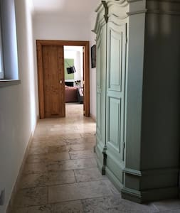 Corridor to the leaving room and kitchen with 150 cm and in the narrowest part 91 cm