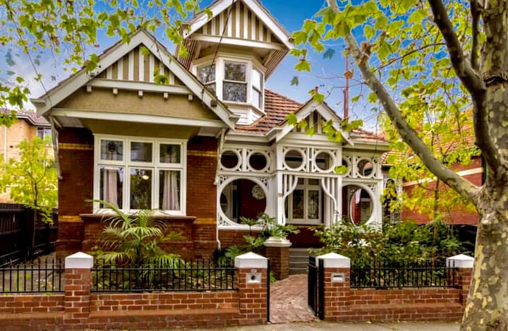 Elwood's Eclectic Gem. Walk to beach and St Kilda