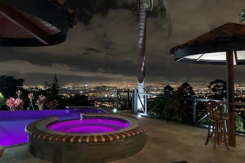 3 Room City View Condo, Private Jacuzzi, Escazu