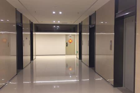宽敞电梯间