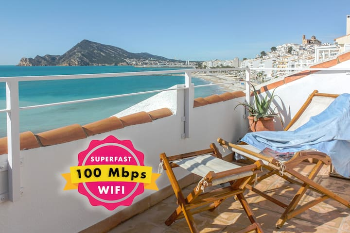 Beachfront Penthouse with Pool for Romantic Break