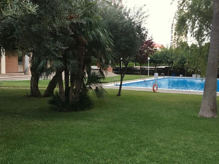 Apartamento en urbanización con tenis y piscina