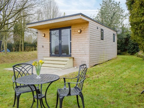 Secluded Log Cabin in beautiful private gardens
