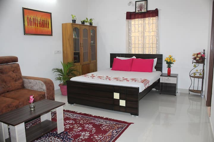 Near Porur/Airport/Pickup & Drop/Longstay/AC