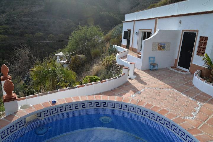 Huis in de natuur dichtbij  kust met privé-zwembad