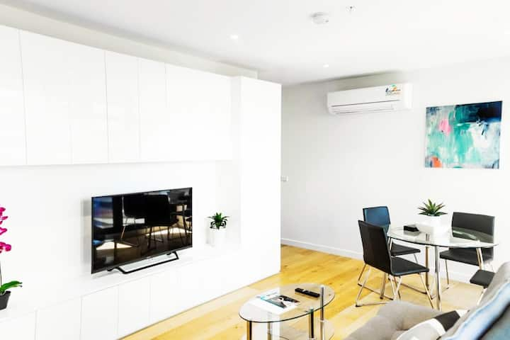 Luxury Apt in Melbourne CBD with free parking