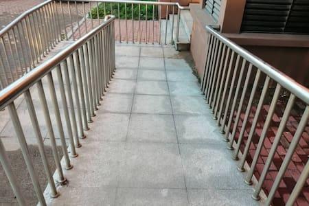 楼梯口无障碍通道