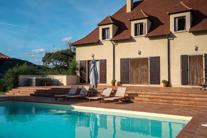Superbe villa avec piscine au bord de la Dordogne