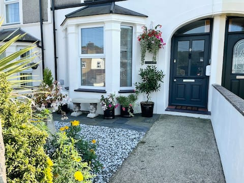 Perfect base for Snowdon,  family and dog friendly