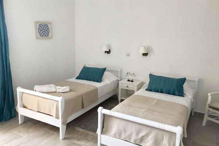2 single beds in the Blue Studio
