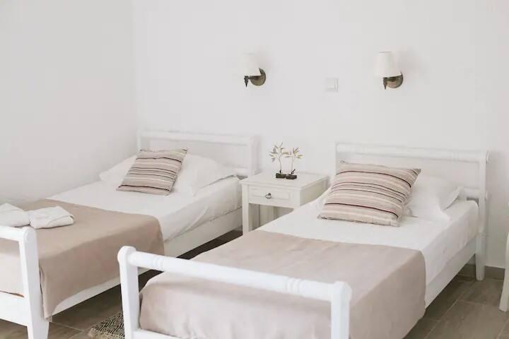 The white-bordeaux Studio
