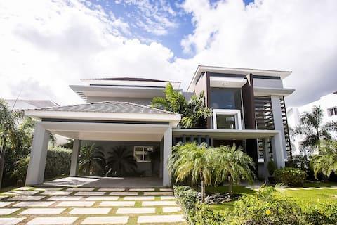 Modern Villa Guajaca Punta Cana with Private pool