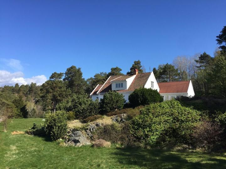Hus med vakkert utsikt nær til nasjonalparken