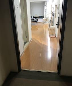 房门入口没有台阶,很宽敞