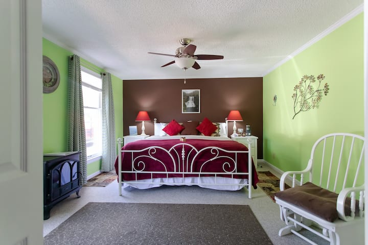 Cascade Two Bedroom King Suite