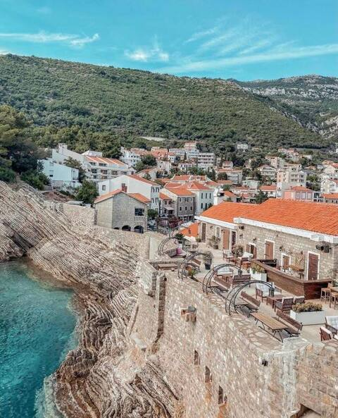 First Line Apartments Petrovac