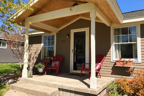 Lil' Chip Cottage in Elk Rapids, NEWLY REMODELED!