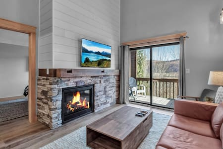 Renovated ski-in/ski-out condo Holiday Valley