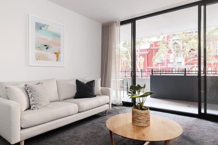 """The Muse"" Contemporary Apartment In Newcastle CBD"