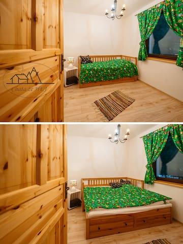pokój z rozkładanym łóżkiem