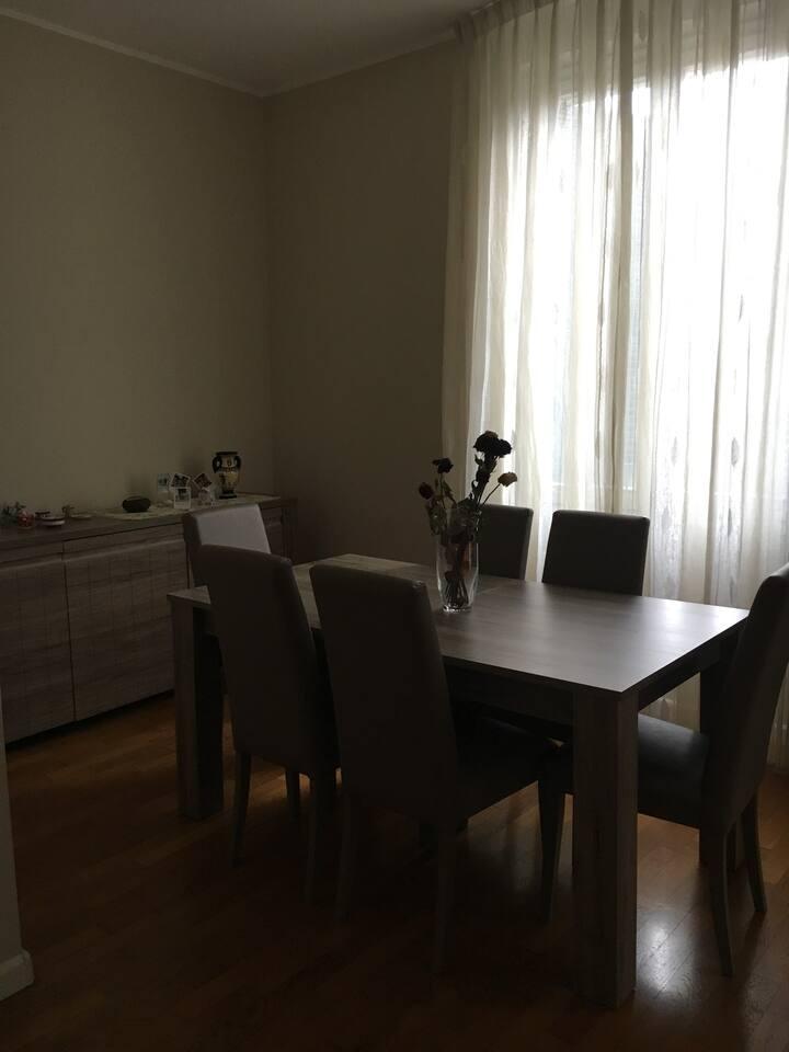 Stanza privata in appartamento condiviso per donne
