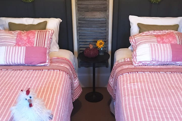 Bedroom 3  - Chicken Room - Twin bedroom