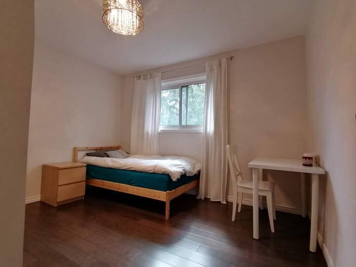 Nice-Cozy Room  Near Seneca College