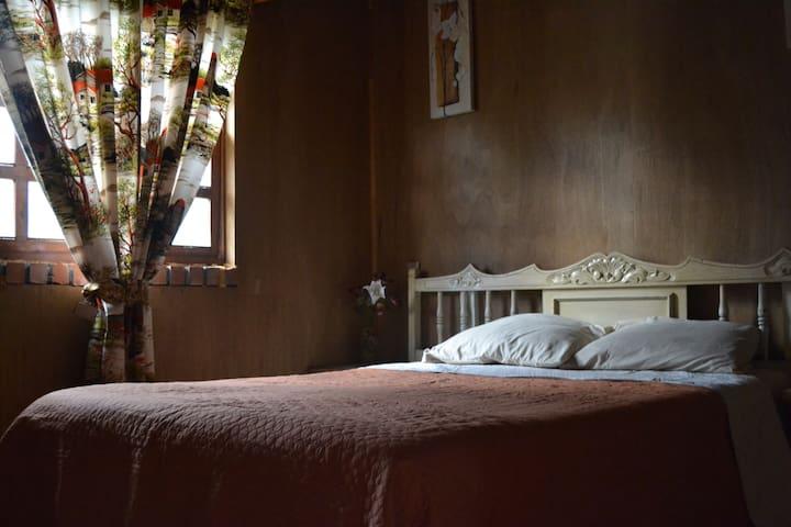 Habitación 01 con cama matrimonial