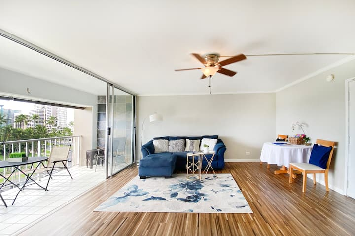 Waikiki Condo/ high speed wifi 2 bedrooms