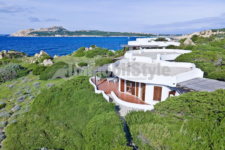 Villa in prima fila fronte mare, vista incantevole