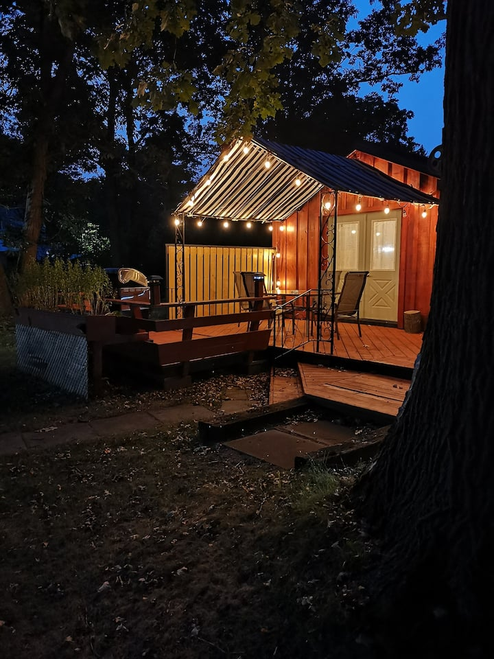Cabin on one acre in Oakhill Forest