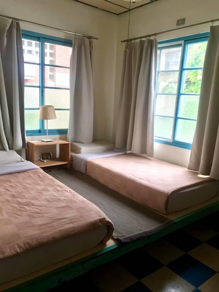 Dorm1828 Hostel Twin Room  5mins NCKU TrainStation