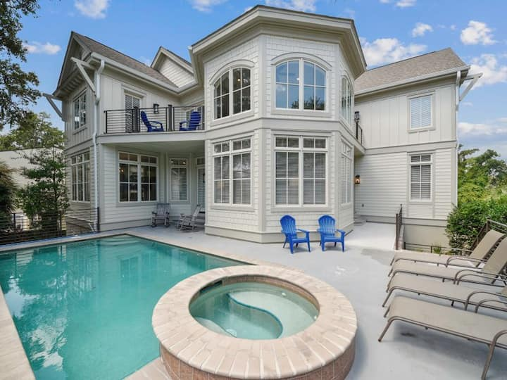 Updated, 3 story home, 100 steps to Beach!
