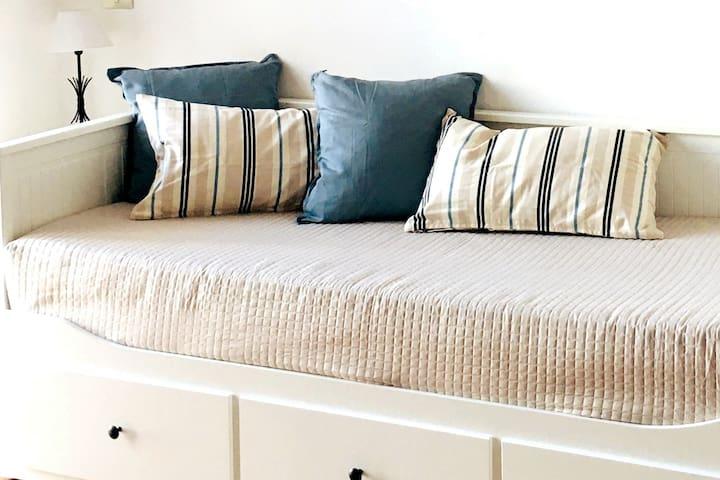 letto divano singolo/matrimoniale con comodi materassi