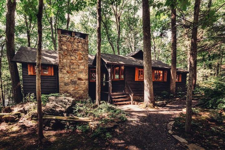 Quiet, lakefront cabin