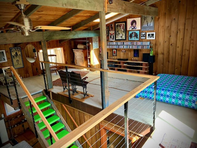 The upstairs loft bedroom is extremely spacious and comfortable, with soft carpet and a cozy bed underneath the skylight. Two audiophile stereos and around 400 CDs offer the soundtrack for any occasion.