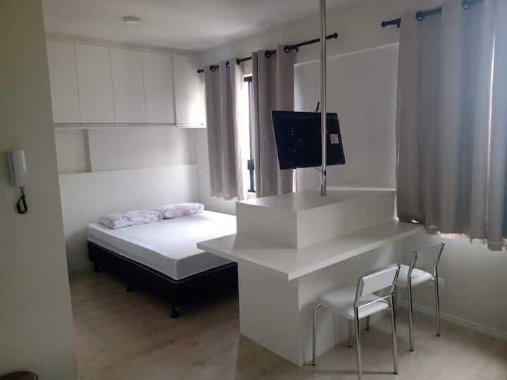 Studio Mobiliado no Centro de Curitiba