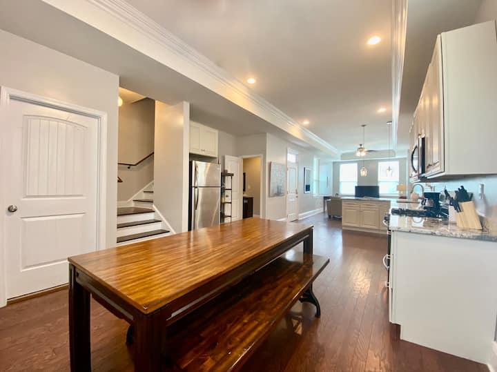 ⚜ Entire 2020 Home | Central Location | Backyard