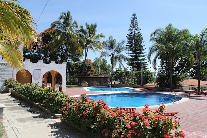La Floresta Gated Community Pool & Clubhouse