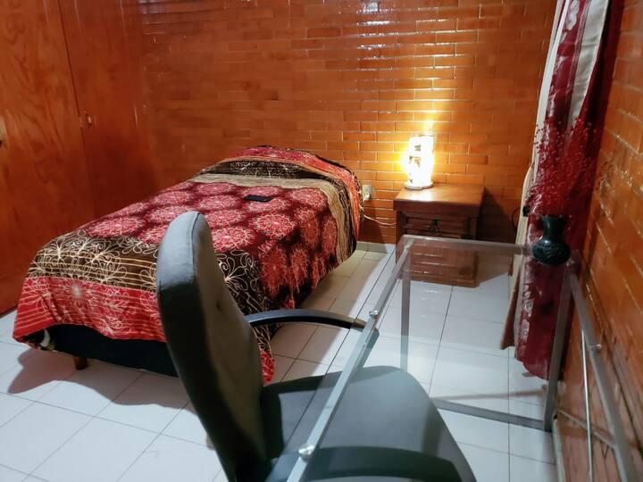 Habitación con baño privado e internet veloz