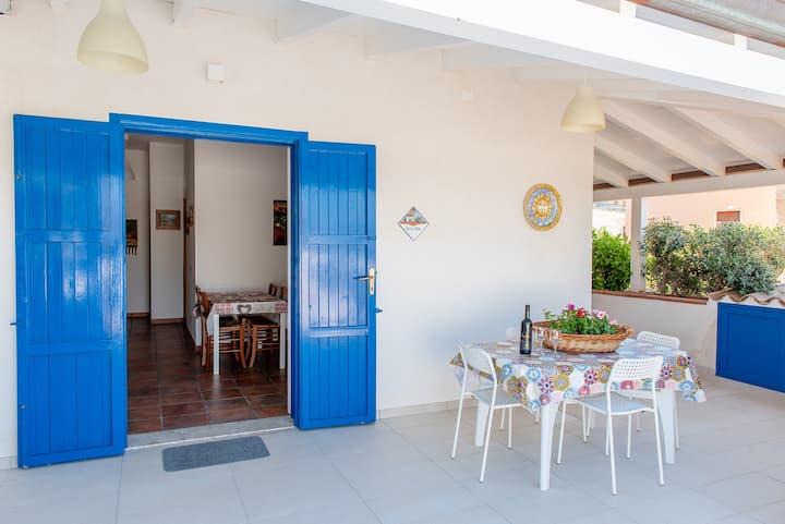 Appartamenti in villa  150mt dal mare max 22 posti